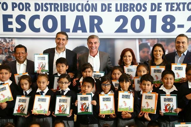 Cumple Puebla con distribución de libros de texto: Conaliteg
