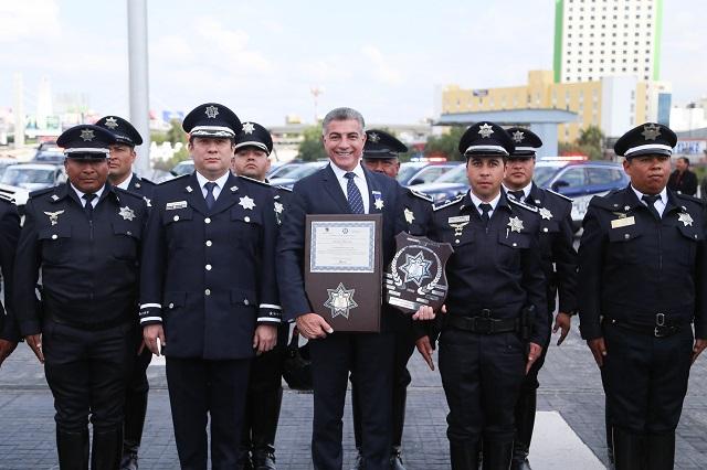 Gali entrega patrullas, equipo y estímulos a policías estatales