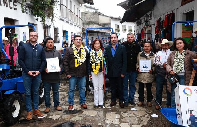 Dinorah López de Gali entrega obras y apoyos en la sierra nororiental