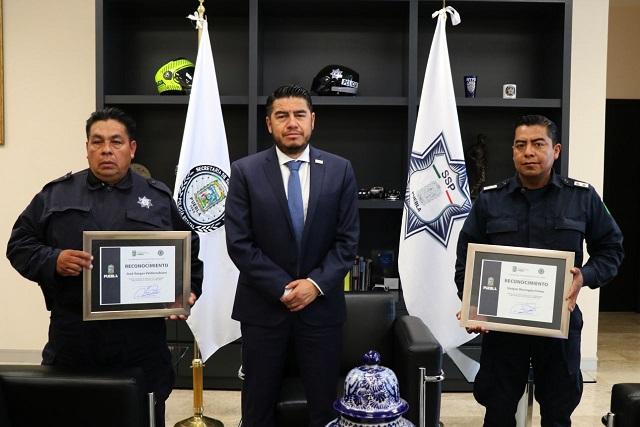 Reconocen acción cívica de dos policías de la SSP en Puebla
