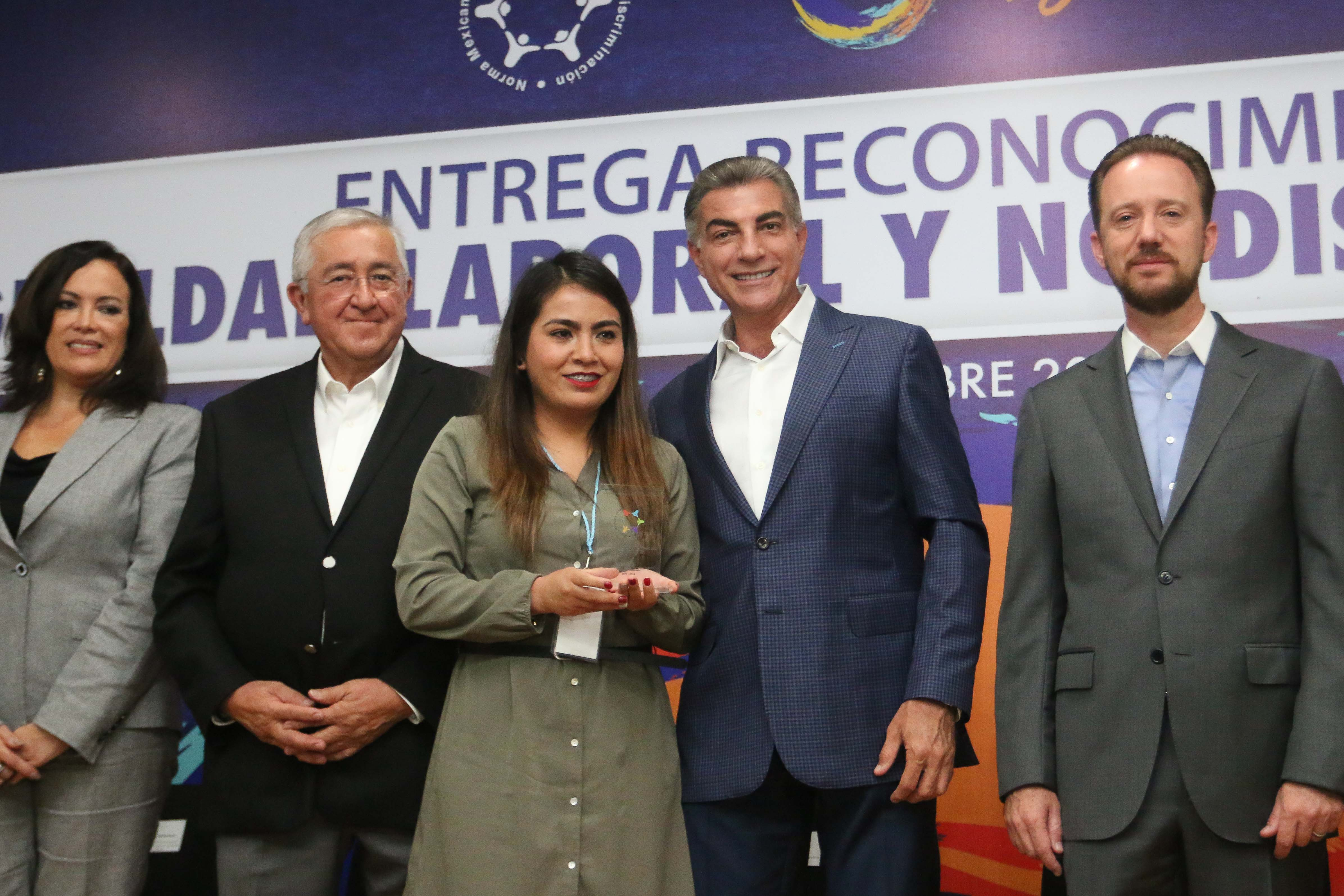 Gali entrega reconocimientos por  igualdad laboral y no discriminación