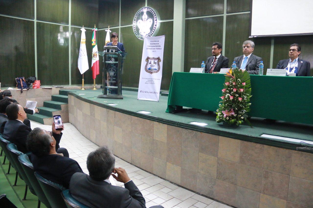 Gobierno de Puebla reconoce labor de los ingenieros topógrafos