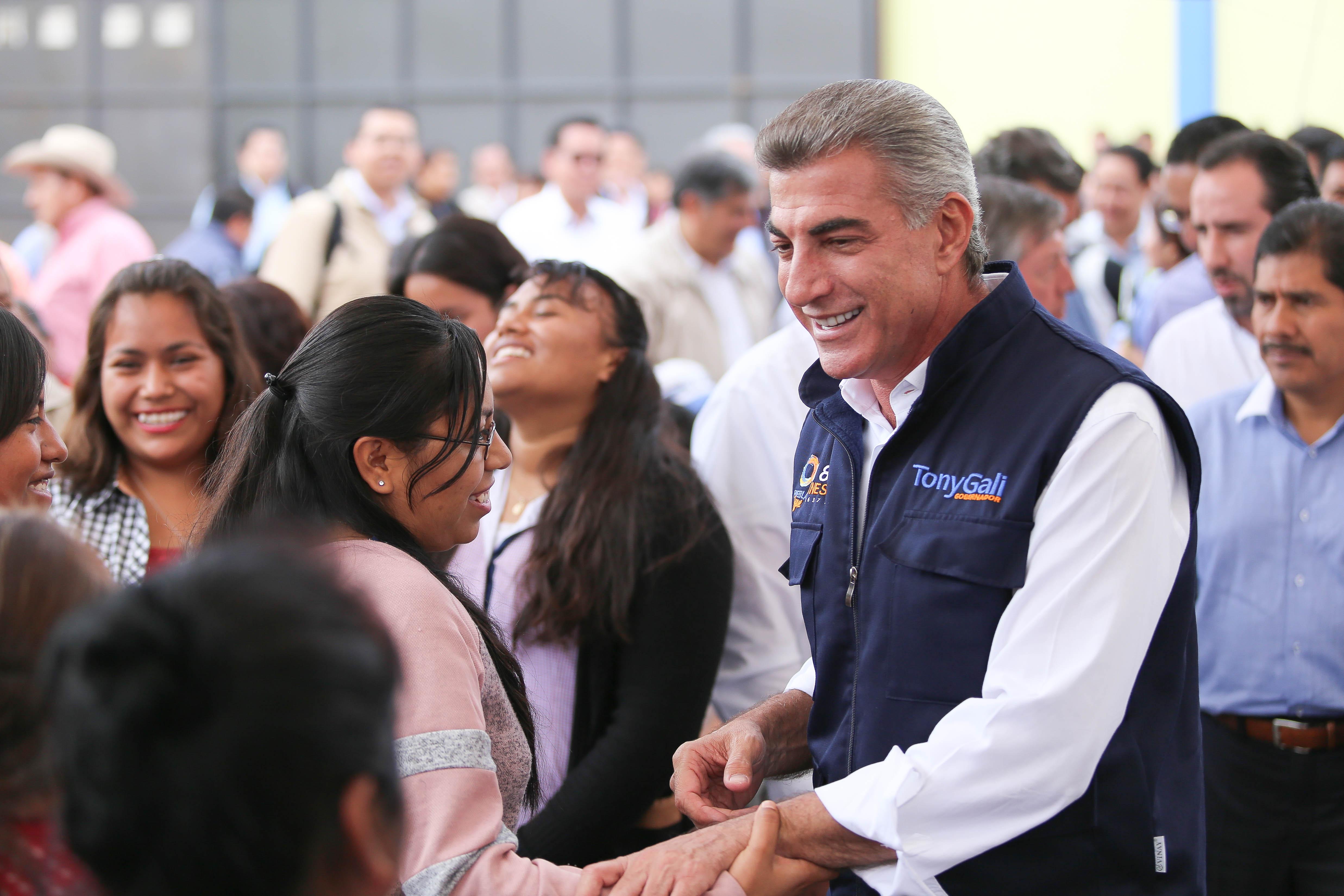 Gali firma acuerdo para financiar planta de legumbres en Tecamachalco