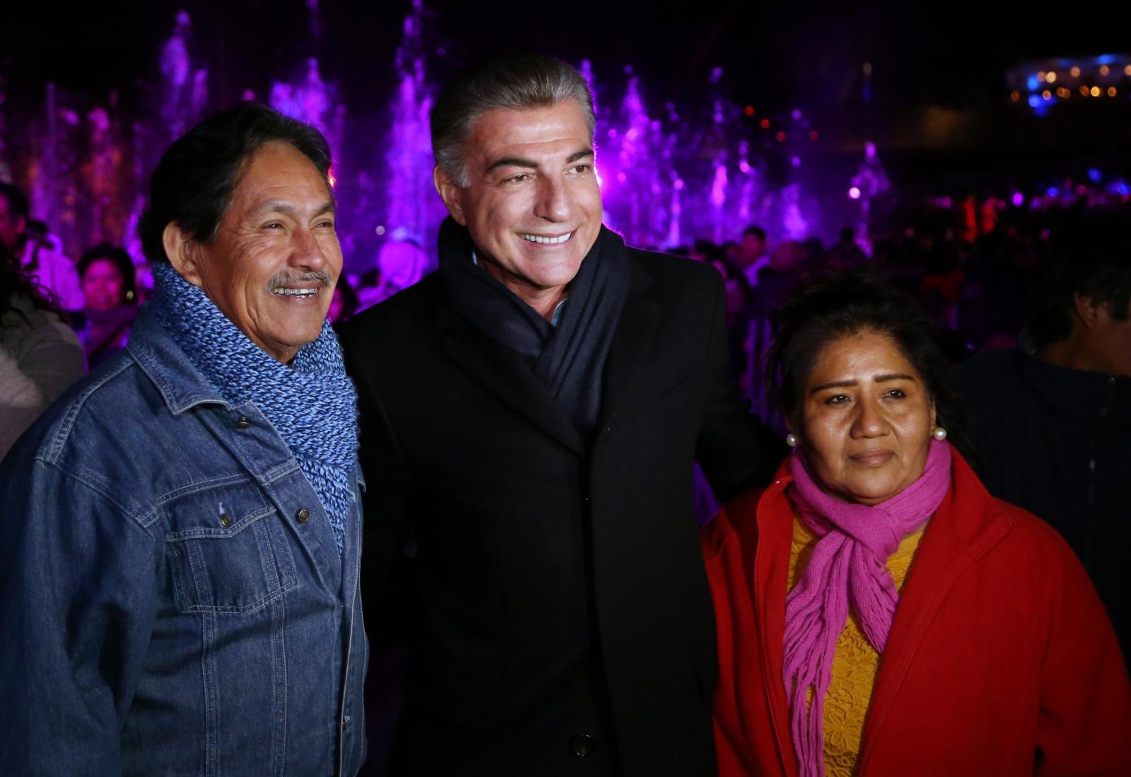 Antonio Gali celebra año nuevo  en compañía de familias poblanas