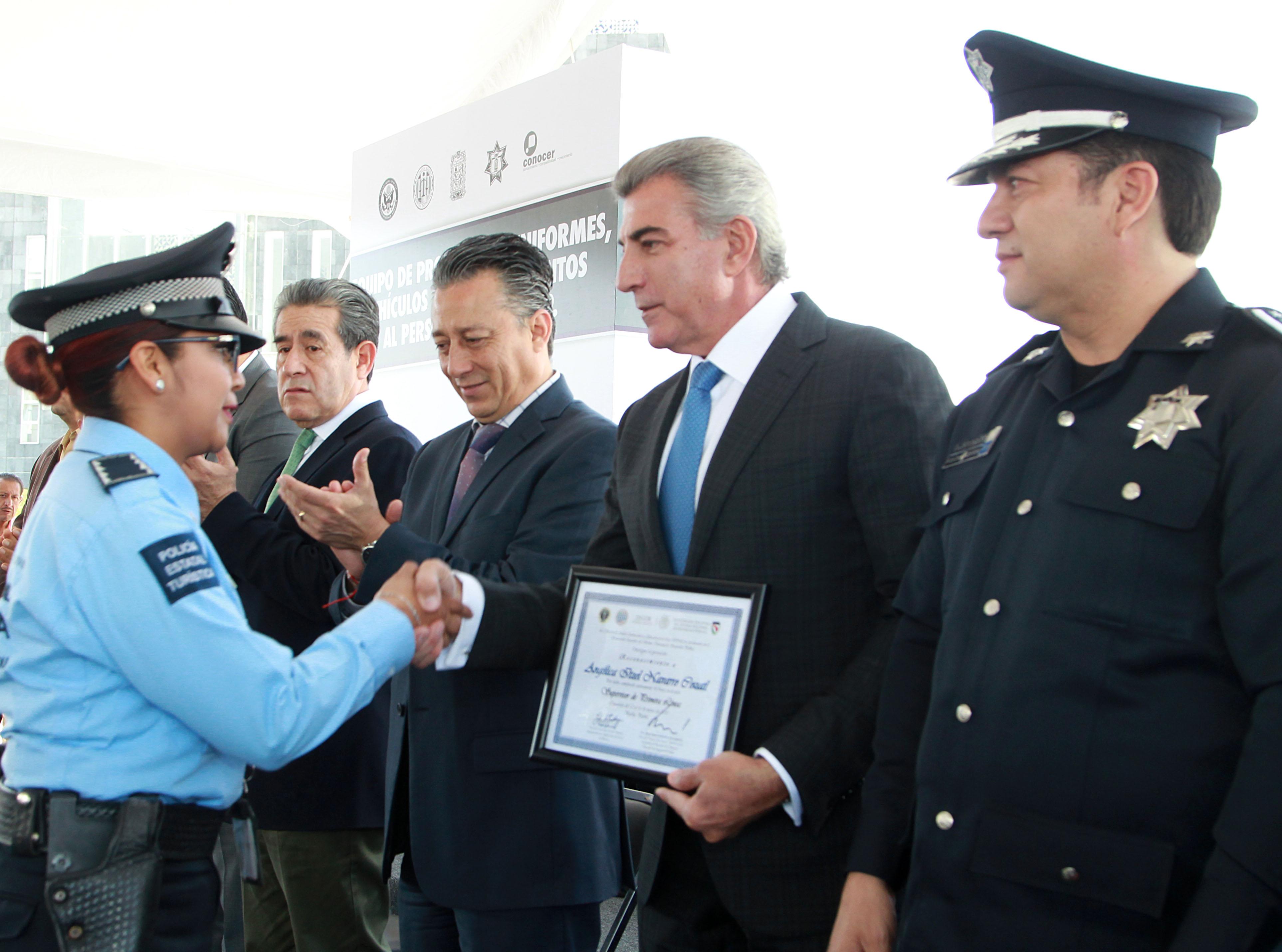 Certifican capacitación de bomberos y  equipan a elementos de Policía Estatal