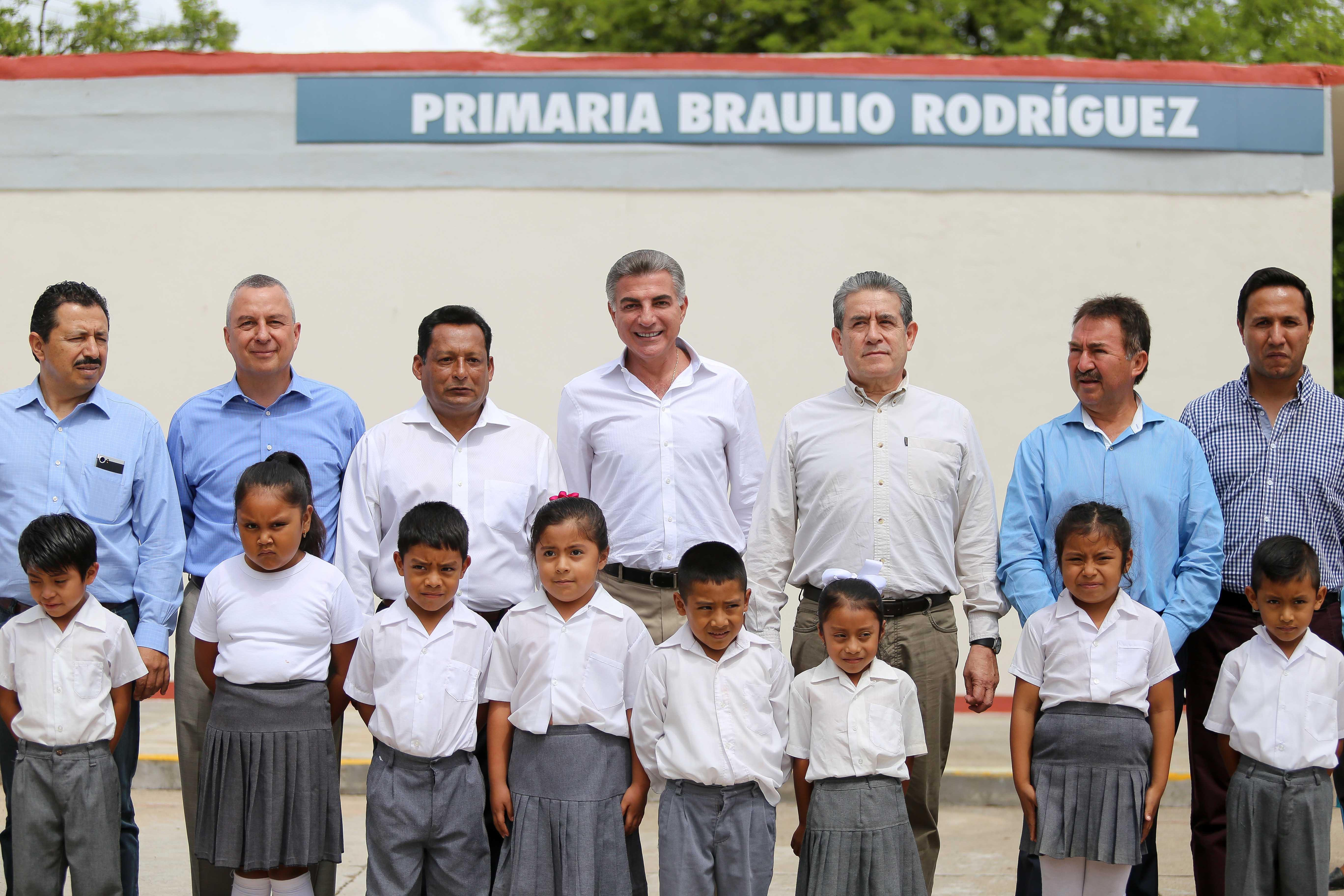Reportan más escuelas y viviendas reconstruidas en la Mixteca poblana