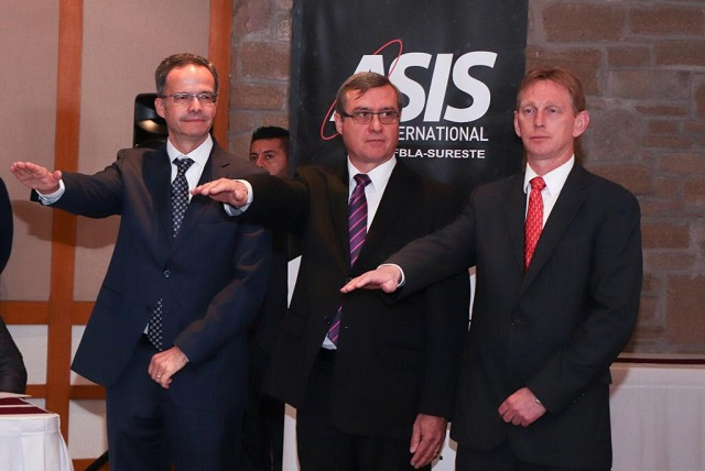 Manuel Alonso toma protesta a mesa directiva de Asis Puebla-Sureste