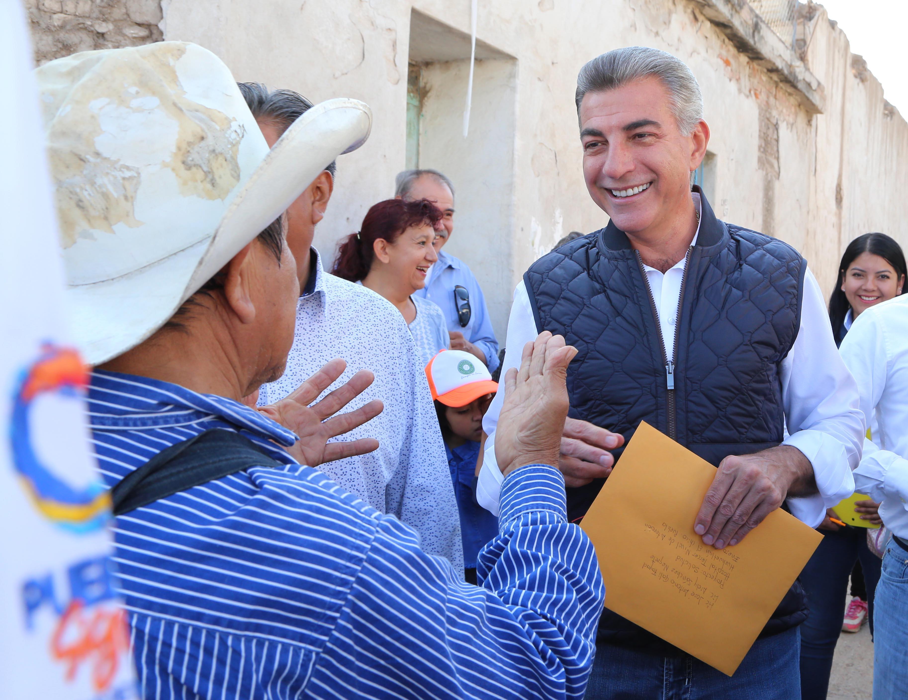 Gali entrega viviendas reconstruidas en Huehuetlán El Chico