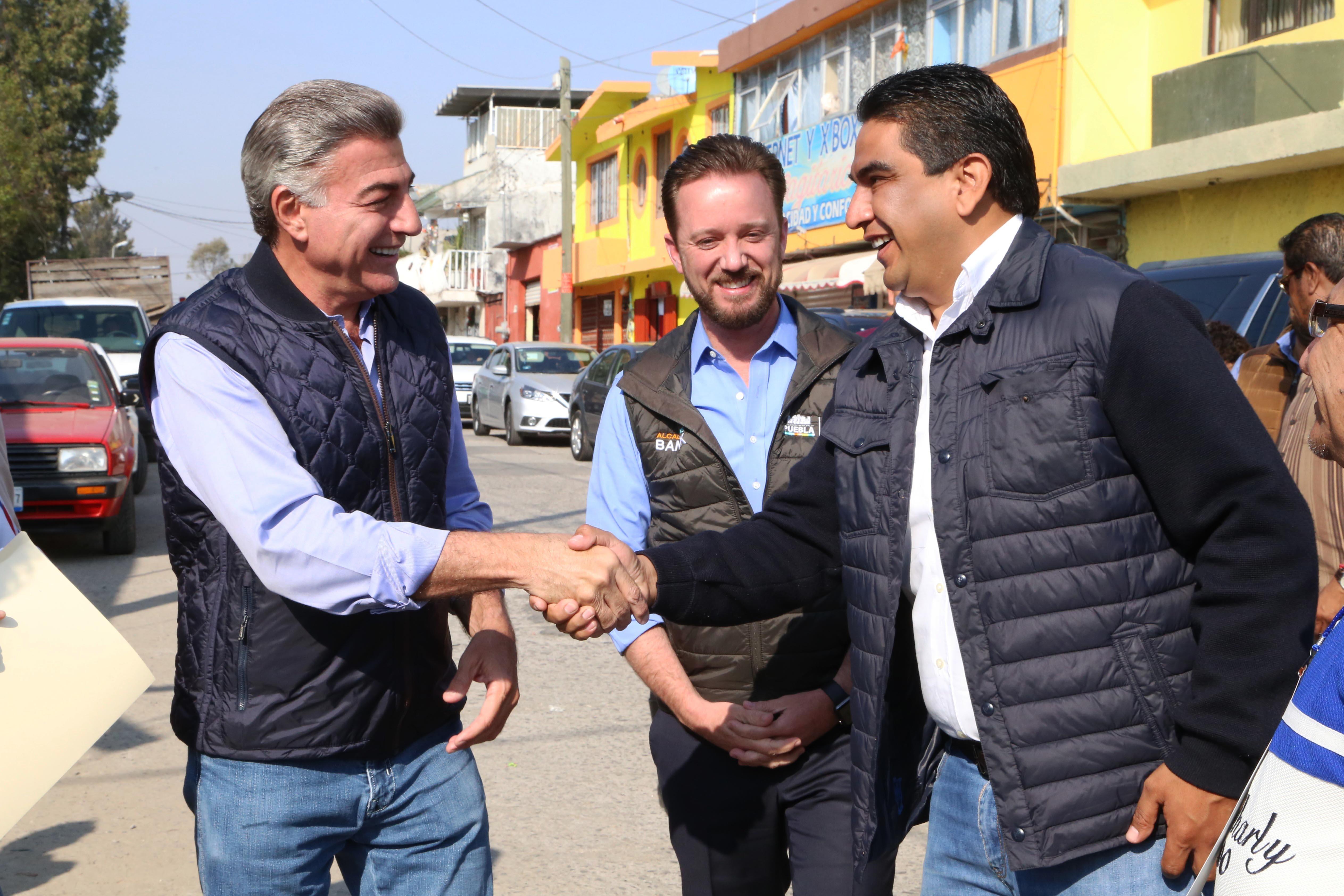 Gali y Banck inauguran vialidades pavimentadas en Romero Vargas