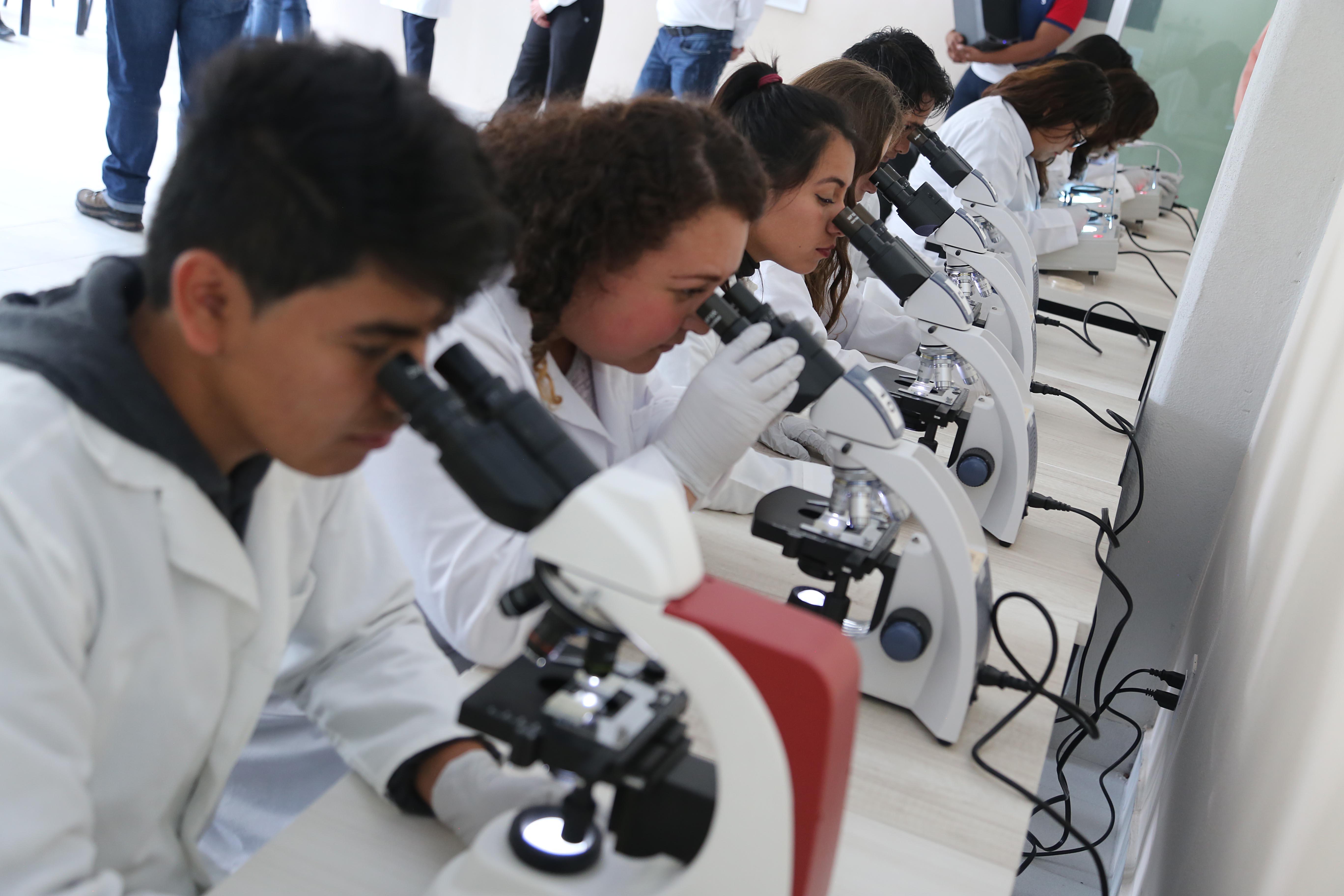 Gobierno estatal apoya a jóvenes investigadores