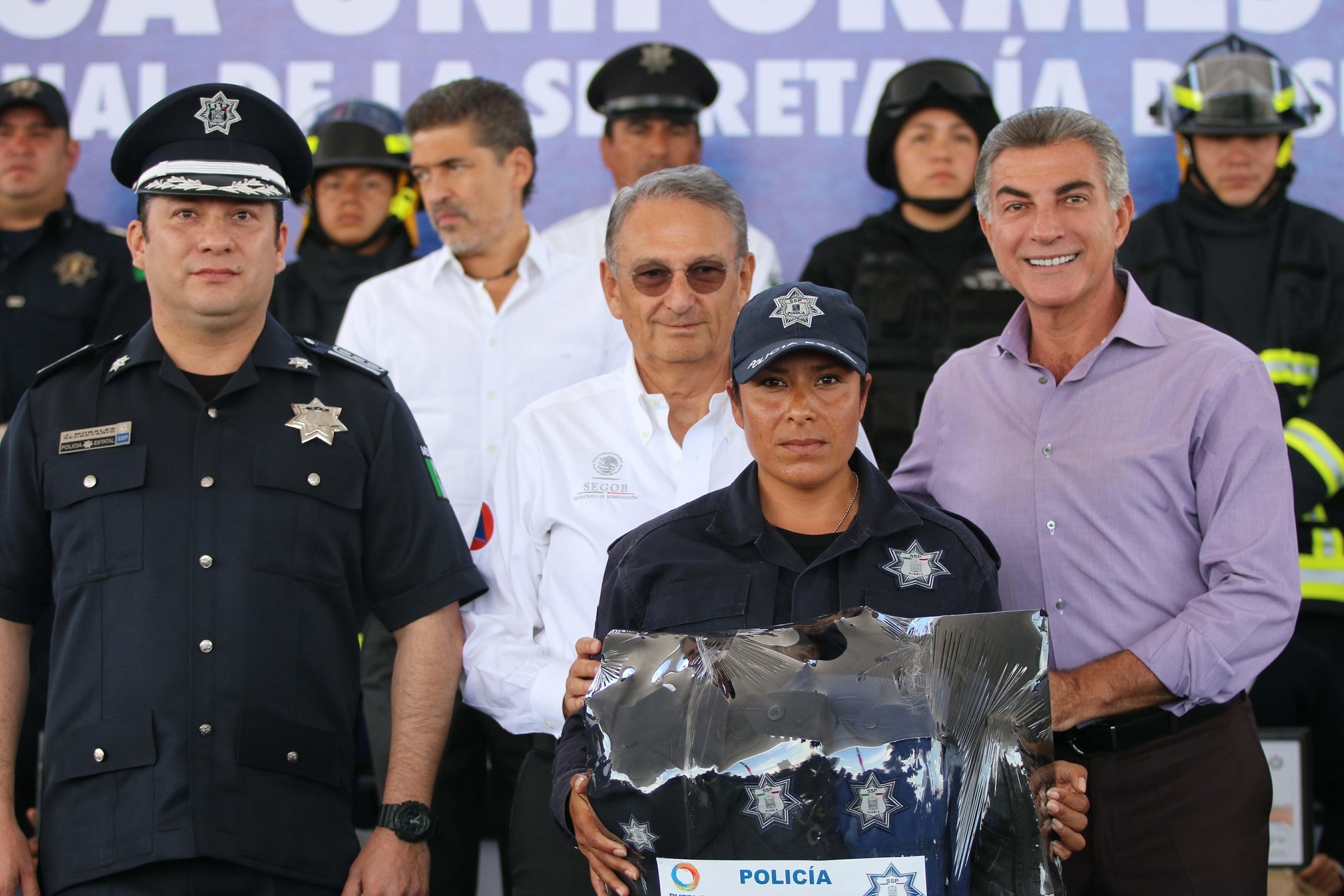 Entrega gobernador Gali uniformes y estímulos a personal de la SSP