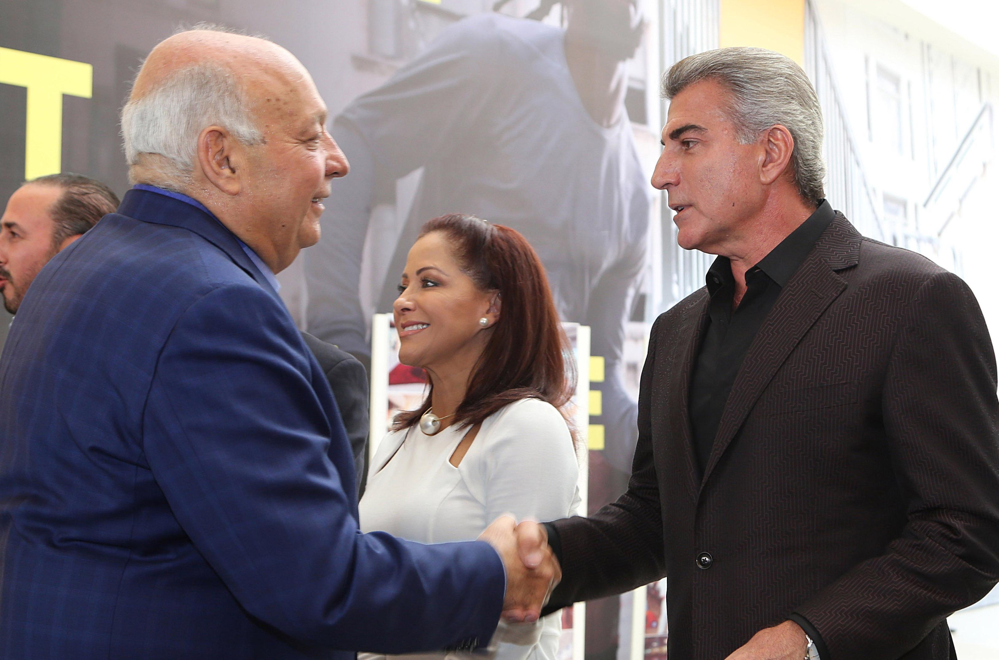 Inaugura Antonio Gali ampliación del Outlet Puebla Premier