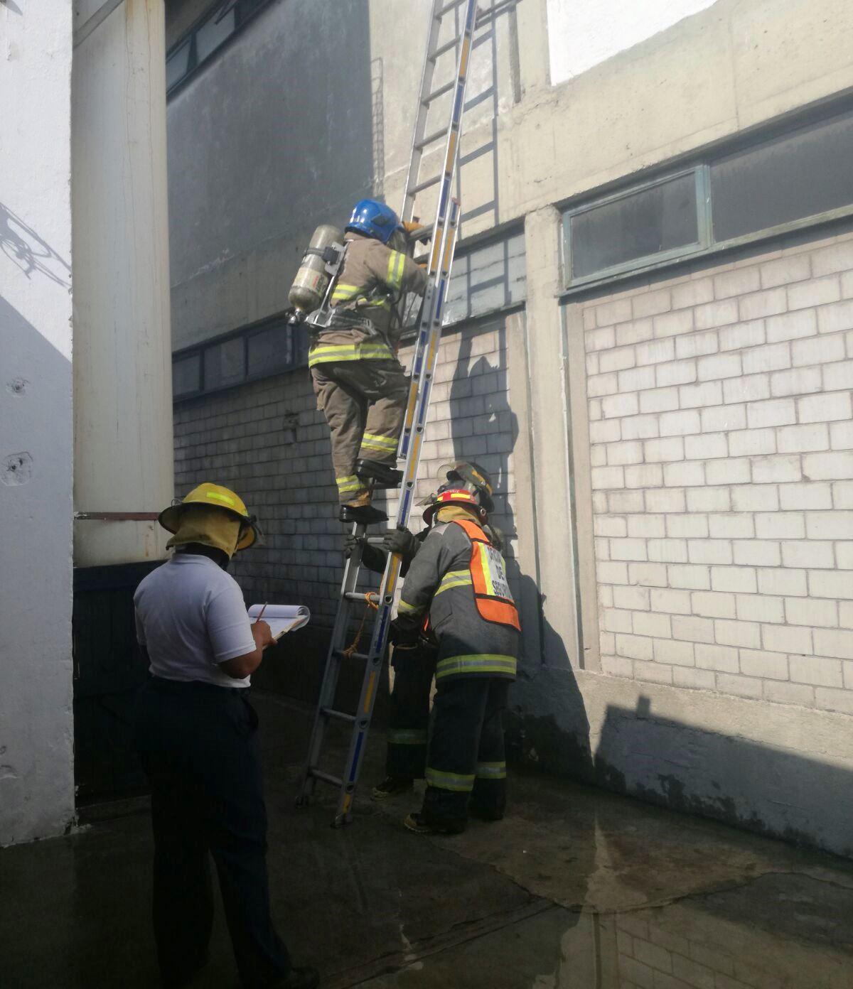 Certificarán a bomberos de Puebla en combate de incendios estructurales