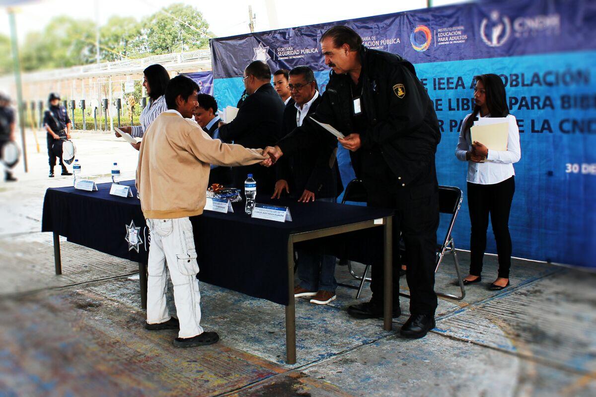 Entregan certificados de educación básica en Cereso de Puebla