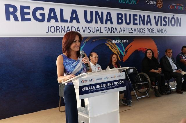 Entrega López de Gali lentes graduados a 12 mil artesanos de 166 municipios