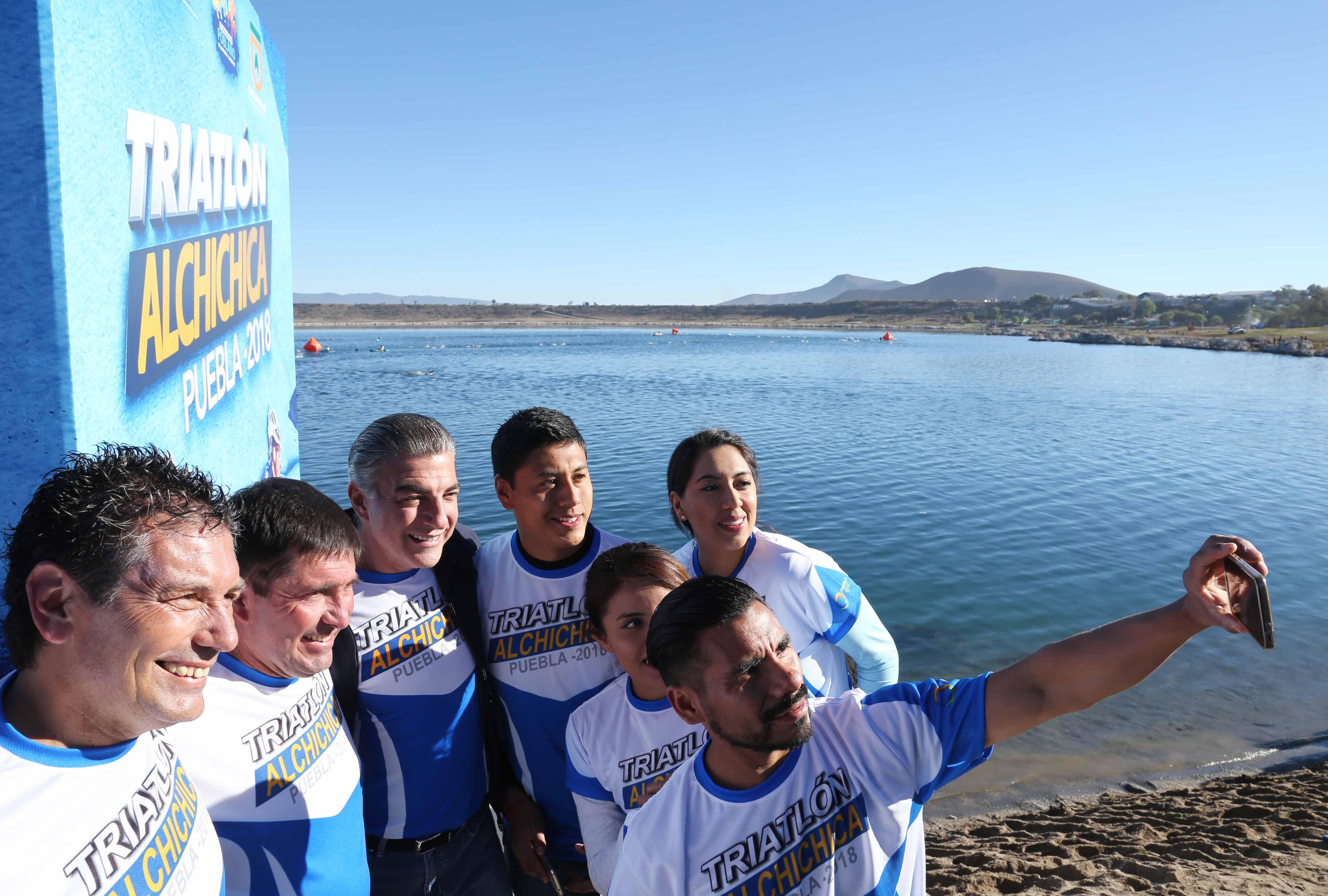Inaugura Gali el  Triatlón Alchichica 2018 al que asisten 200 participantes