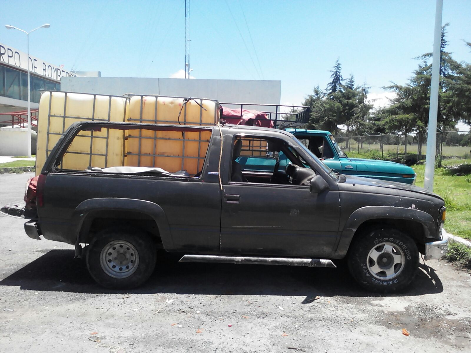 Policía estatal y Ejército aseguran 32 vehículos de huachicoleros