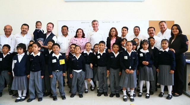 Gali y Banck entregan rehabilitadas escuelas Juan N Méndez y Leona Vicario
