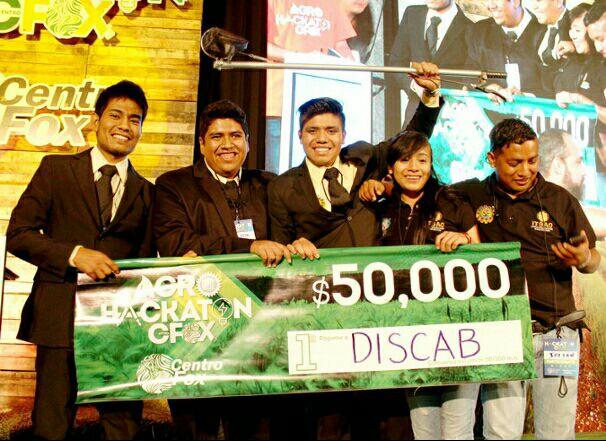 Estudiantes poblanos ganan premio nacional con proyecto para el campo