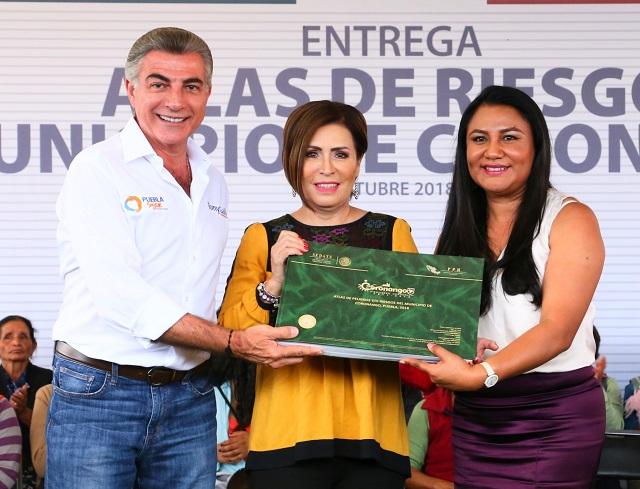 Rosario Robles y Tony Gali entregan Atlas de riesgos en Coronango