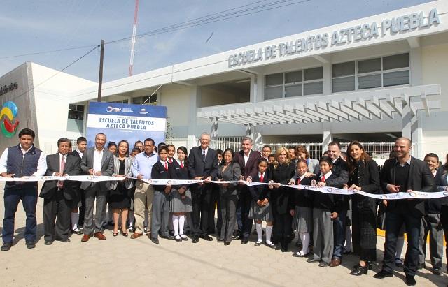 Tony Gali y Ricardo Salinas inauguran Escuela de Talentos Azteca-Puebla