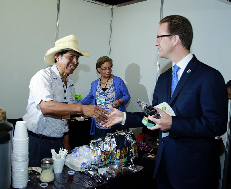 Acude el alcalde Luis Banck a la Expo Mipyme 2016