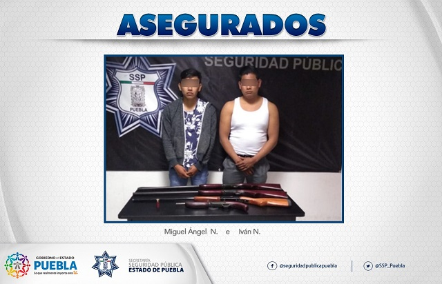 Policía estatal aseguró a dos hombres que portaban armas de fuego