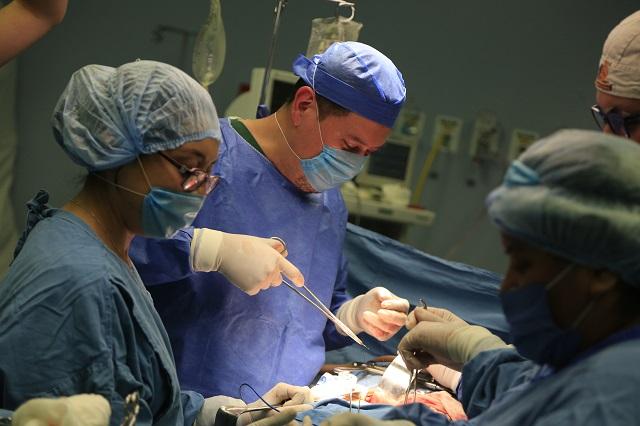 Realiza el ISSSTEP cuarto trasplante de riñón este año