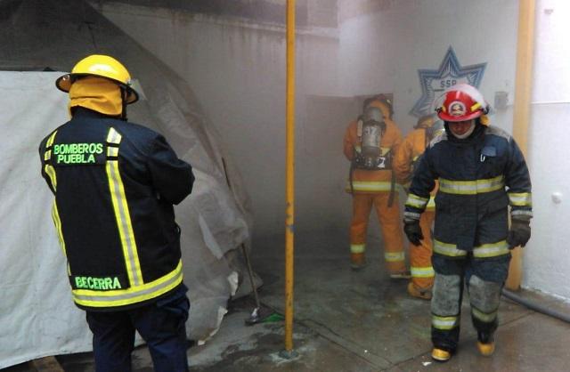 Capacitan a Bomberos en extinción de incendios estructurales