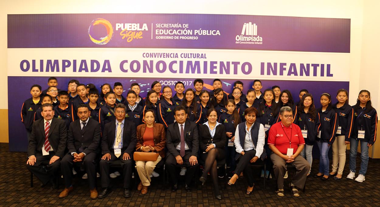Estudiantes poblanos presentes en convivencia cultural 2017, en CDMX