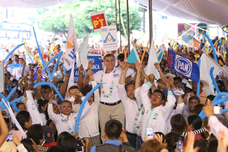 Realiza Gali en Acatlán su segundo cierre regional de campaña