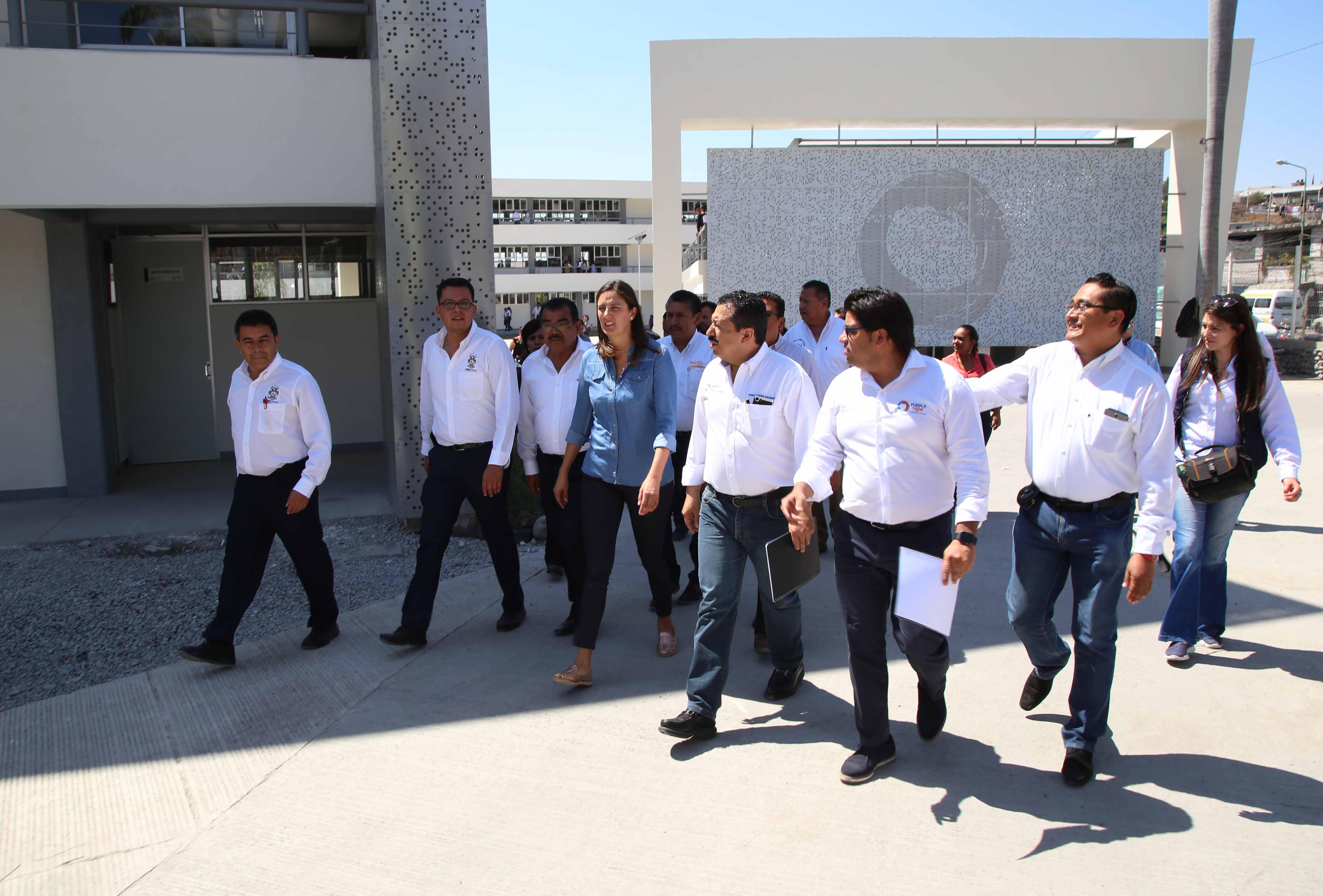 Gobierno estatal entrega Centro  Escolar en Izúcar de Matamoros