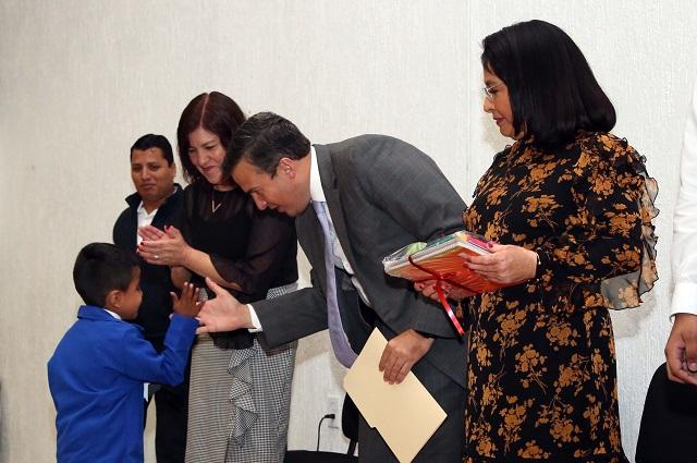 Concluyen ciclo escolar 95 menores atendidos en hospitales de Puebla