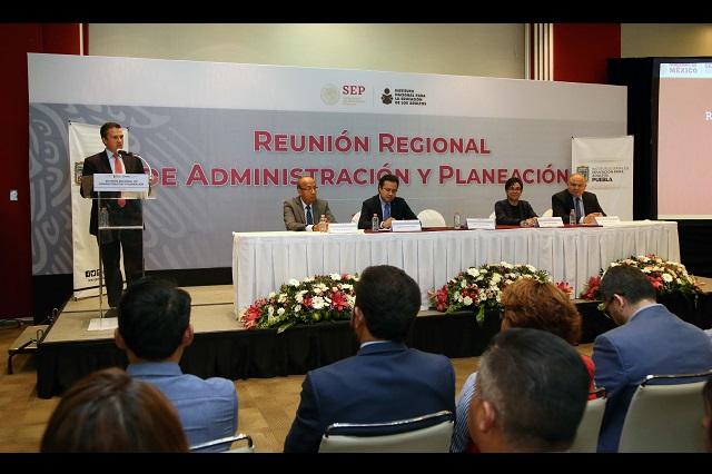Celebran en Puebla Primera reunión regional para la de educación de adultos