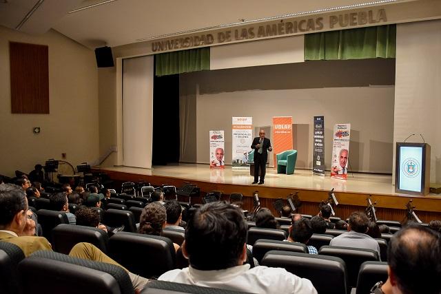 Conferencia y programa de radio de Pedro Ferriz desde la UDLAP