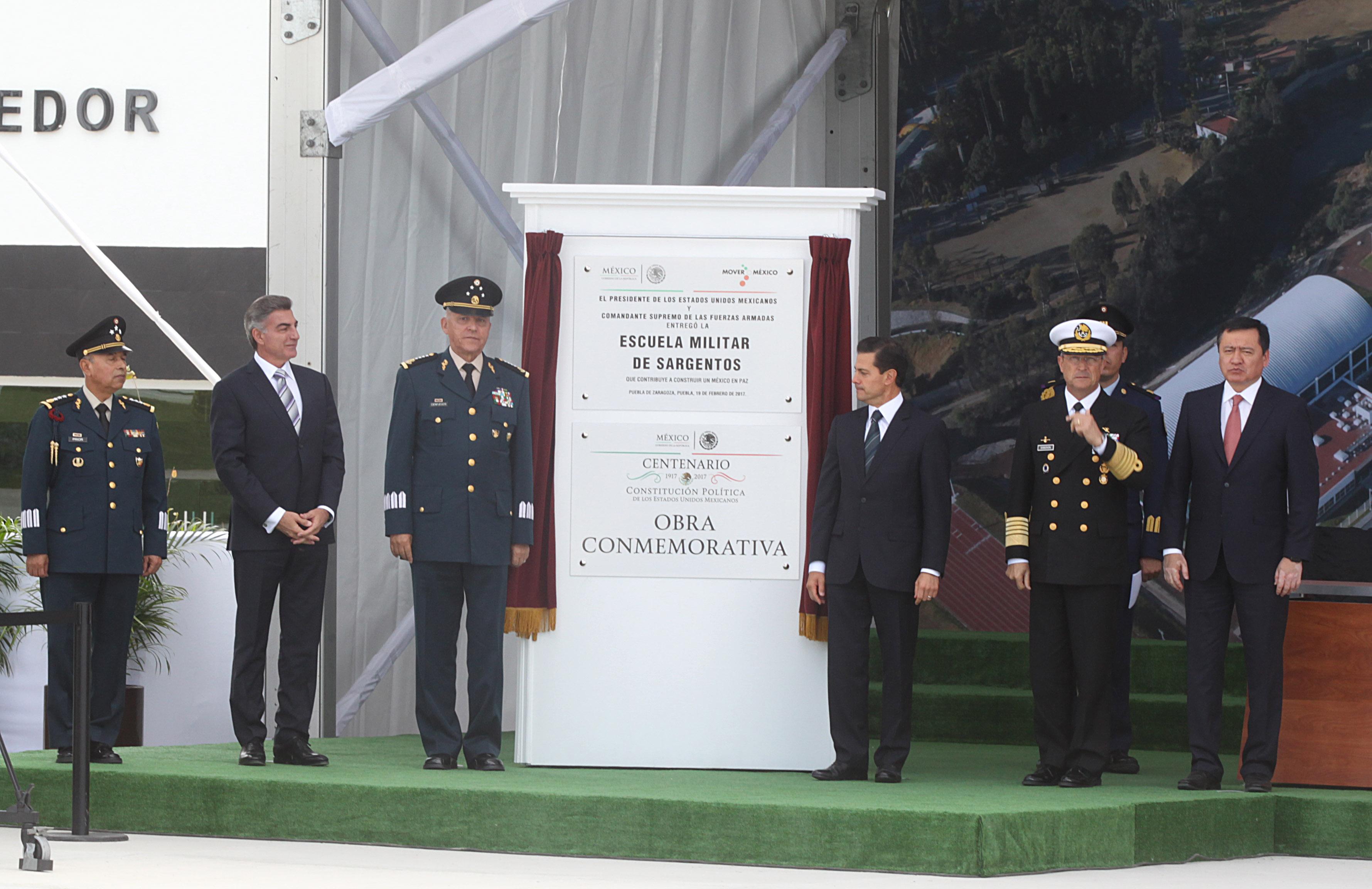 EPN y Gali conmemoran Día del Ejército Mexicano en la XXV zona