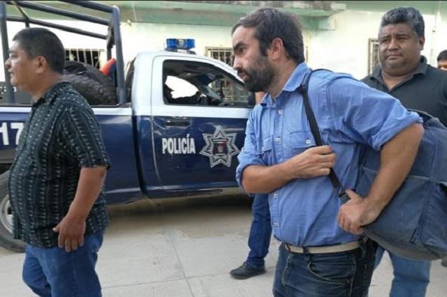 Pobladores entregan a la Fiscalía a español que defraudó a damnificados