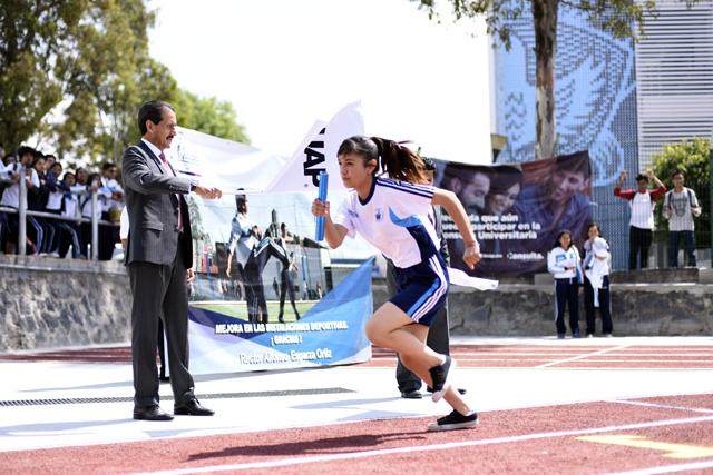 Esparza entregó canchas deportivas  remodeladas en FIQ y preparatoria