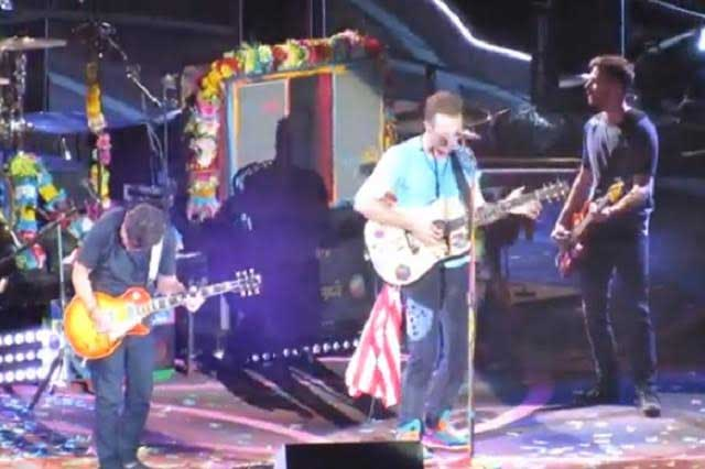 Michael J. Fox revive a Marty McFly en concierto de Coldplay