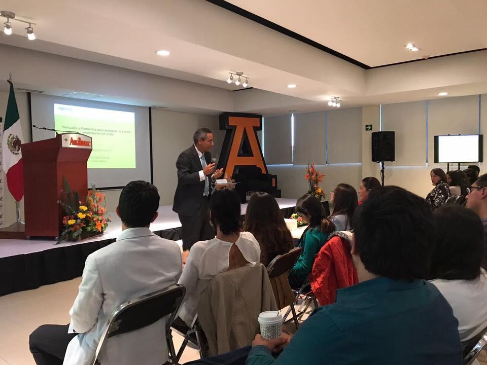 Especialista en periodismo 3.0 dio charla en la Universidad Anáhuac