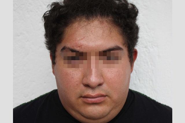 Policia de Puebla detienen a pareja con droga