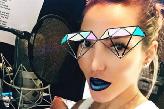 Frida Sofía cuenta a TvNotas que Alejandra Guzmán la invitó a drogarse con ella