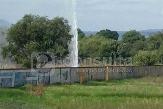 Fuga de hidrocarburo en Huejotzingo alcanza los 7 metros de altura