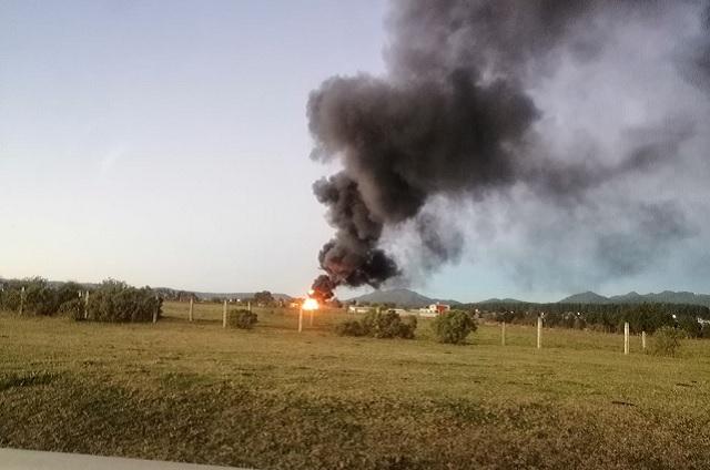 Fuga provoca incendio en ducto de Pemex en Ahuazotepec