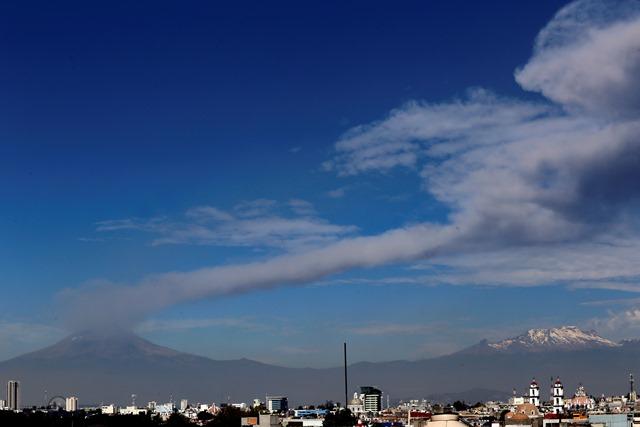 Registra Popocatépetl exhalación de 2 km con ceniza