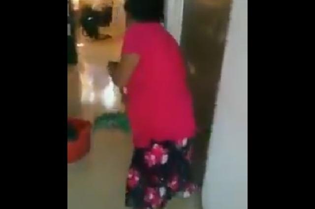 Video: Funcionaria de Chiapas humilla a mujer que limpia el piso
