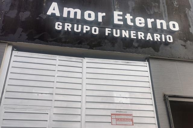 En plena pandemia clausuran funerarias baratas en Puebla
