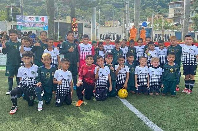 Equipo poblano de futbol infantil llega a la gran final en Colombia