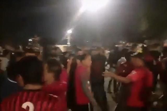 Video: Poblanos ignoran cuarentena para jugar un partido de futbol