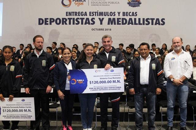 Gali galardona a jóvenes deportistas y medallistas